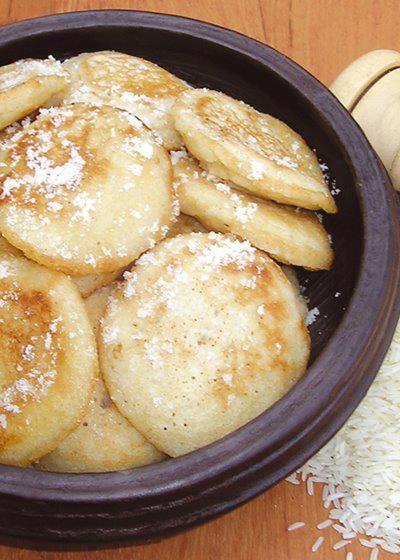 Aujourd'hui, NegroNews vous invite à découvrir la recette du «Massa»,galette de riz béninoise. Ingrédients : -1/2 kg de farine de mil – Bananes (facultatives) – Bouillie de riz – 1/2 kg de sucre – De l'eau – L'huile pour la friture Préparation : Mélanger la farine avec de l'eau (la pâte ne doit pas être …