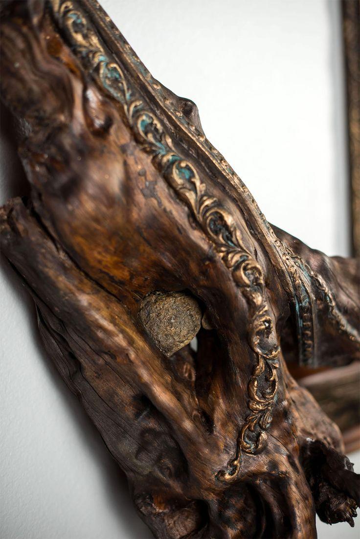 O Artista Darryl Cox funde molduras de árvores com galhos de árvores encontradas nas florestas do centro de Oregon. Os ramos servem como um lembrete simples dos materiais utilizados para construir molduras,…
