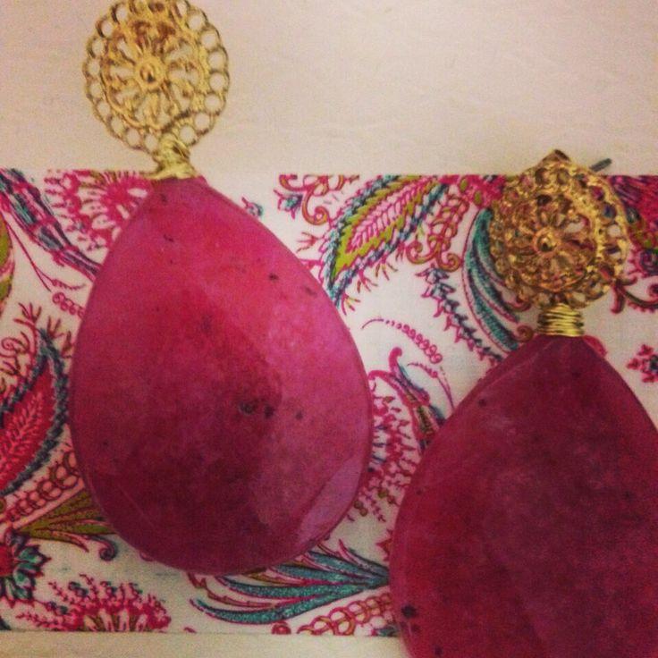 Pendientes con raíz de rubí y piezas vintage #pendientesinvitada #pendientesflamenca #petitesansab
