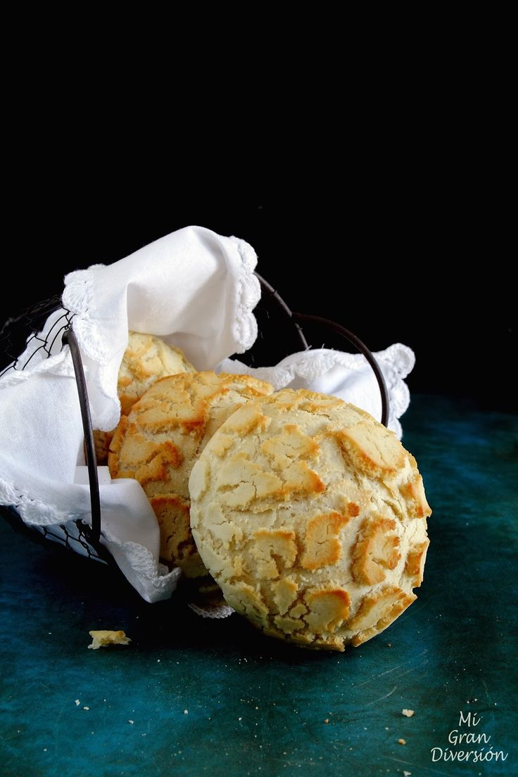 """Bagels """"Tiger"""" - A crusty bread on the outside due to a layer of a rice flour paste (In Spanish)"""