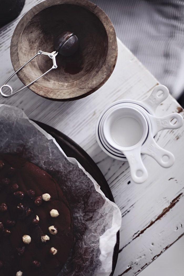 ... chocolate, nougat and hazelnuts cake ...