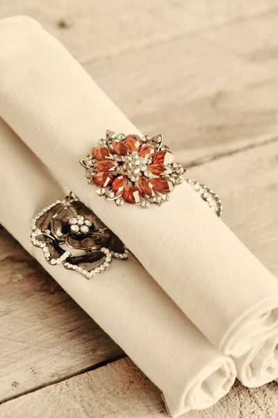 DIY Brooch Napkin Rings   ... Wedding ideas for brides, grooms, parents & planners ... https://itunes.apple.com/us/app/the-gold-wedding-planner/id498112599?ls=1=8 ... plus how to organise your entire wedding ... The Gold Wedding Planner iPhone App ♥