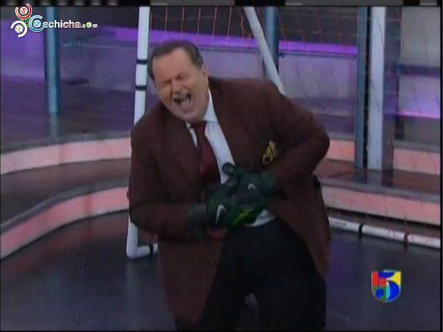 Tremendo Bolazo Le Dan Al Presentador Del Gordo Y La Flaca #Video