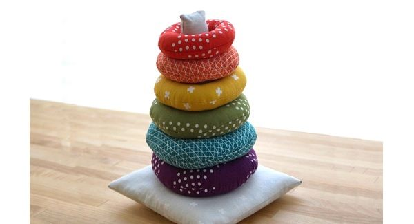 Free pattern: Fabric stacking ring toy (different how to http://domesticesq.com/2011/05/31/weekend-project-happy-stacker/ )