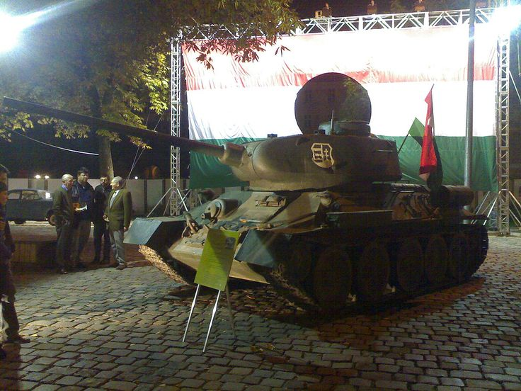 Rioters got a tank in Budapest, 2006