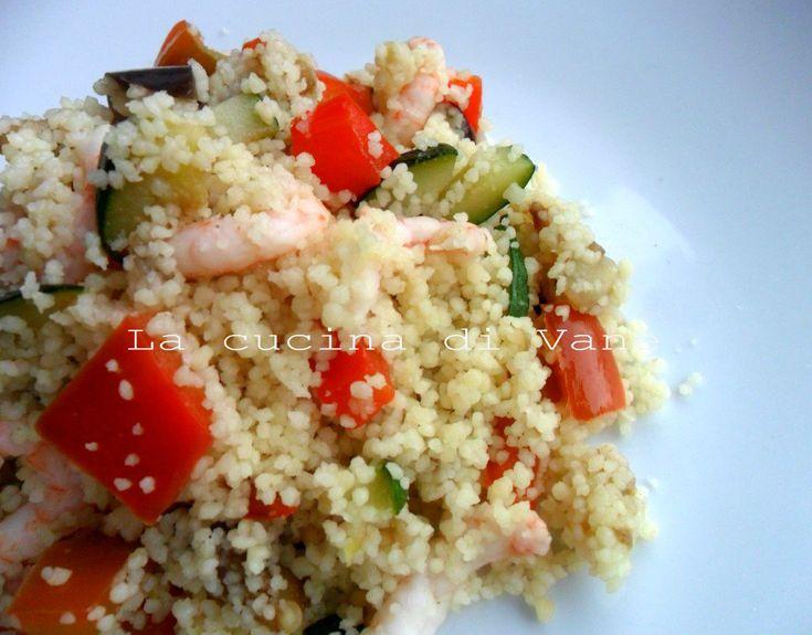 insalata di cous cous con gamberetti e verdure, ricetta primo piatto estivo facile e veloce da fare