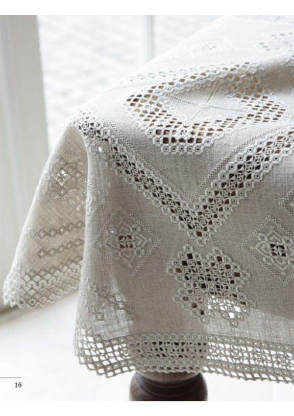Dans ce livre, apprenez à réaliser une vingtaine de modèles en broderie hardanger pour créer une ambiance cosy et raffinée dans votre maison.