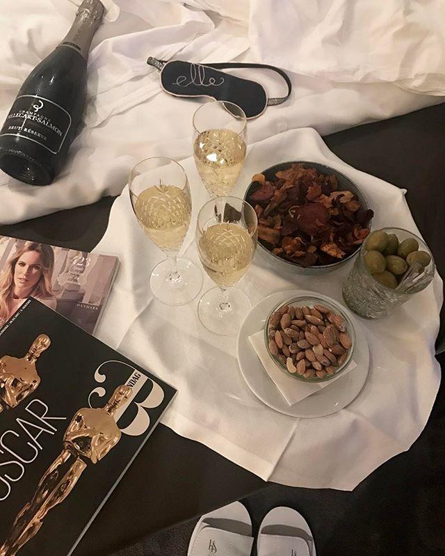 Efter en hel dags pre-Oscar forkælelse på @kurhotelskodsborg er vi klar til at dække Oscar-showet hele natten så du kan finde alle de flotteste kjoler fra den røde løber de sødeste par og de største øjeblikke på ELLE.dk/oscar direkte  #ELLEOscar #ellexkurhotelskodsborg #oscar2017 #kurhotelskodsborg  via ELLE DENMARK MAGAZINE OFFICIAL INSTAGRAM - Fashion Campaigns  Haute Couture  Advertising  Editorial Photography  Magazine Cover Designs  Supermodels  Runway Models