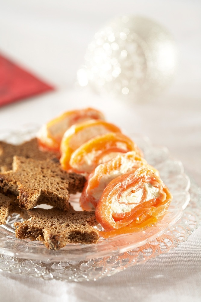 Lohi-piparjuurirullat | K-ruoka #joulu #alkupala