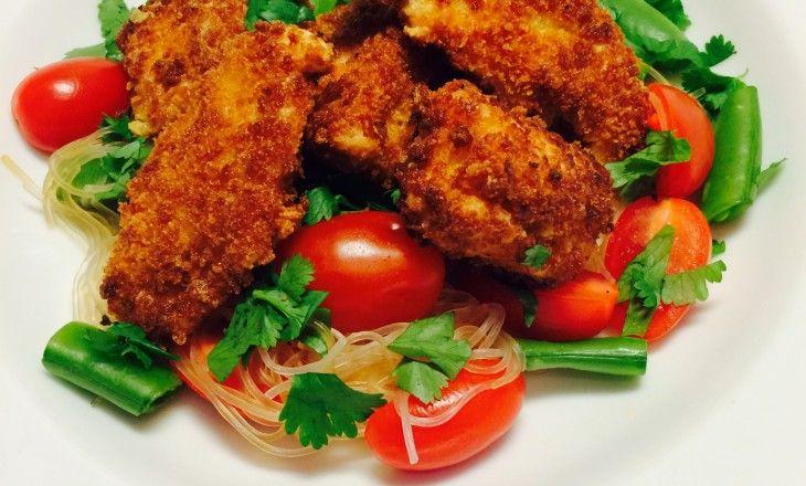 Pankopanerad kyckling med heta glasnudlar