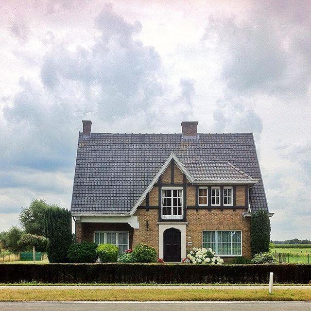 MInimal House at Gent By @laciudadalinsta
