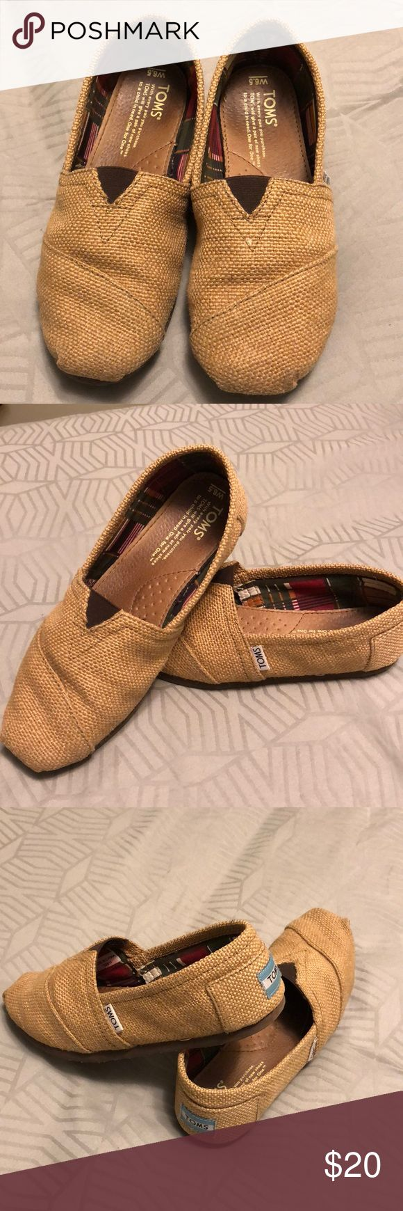Burlap TOMS Shoes! Tan burlap TOMS shoes Slightly worn, great condition - no rips, tears, stains Fun plaid interior fabric So comfortable!! Toms Shoes Flats & Loafers