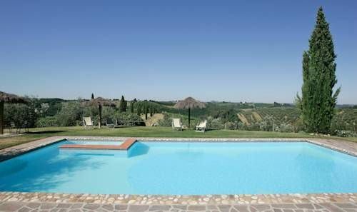 Salvadonica San Casciano Val Di Pesa Set in the Chianti hills, this stone guesthouse features an outdoor pool and is located in the rural hamlet of Salvadonica. Surrounded by vineyards and olive groves, it offers en suite accommodation with Tuscan-style furnishings and free Wi-Fi.