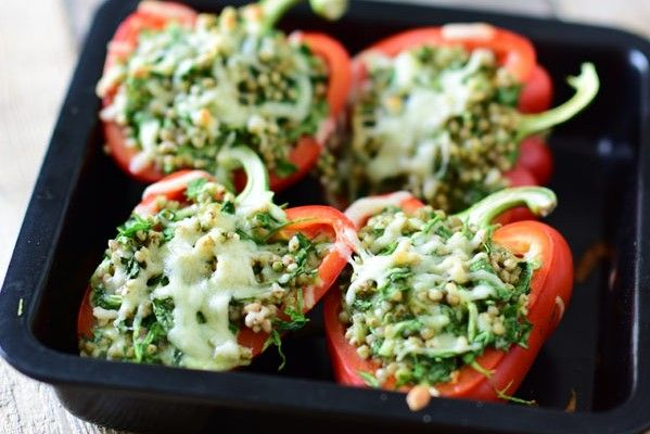 Gevulde paprika met boekweit en spinazie