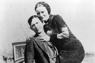 Portrait of American bank robbers and lovers Clyde Barrow and Bonnie Parker, circa 1933 - Hulton Archive/Archive Photos/Getty Images