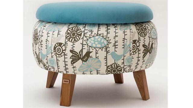 Roda: sillones realizados con neumático en desuso. Son huecos y tienen tapa lo que permite guardar cosas adentro (www.rodasustentable.com.ar). Nro. de exhibidor: 1 Eco.