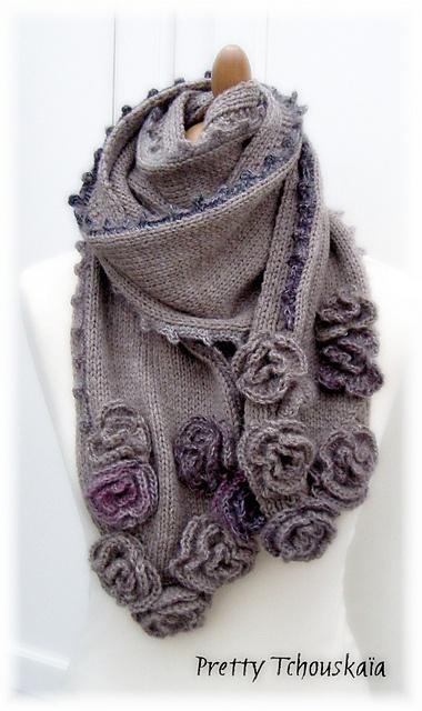 Idées pour modèle de foulard avec fleurs au crochet
