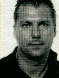 Han har 3 gange siddet i fængsel, senest fået en dom ved retten i Hillerød oktober måned 2012. Hvis du er stødt på denne mand bedes du kontakte politiet:  Thomas Skou Roer, Efterforskningen - Økonomisk Kriminalitet, Skovbogade 3, 4000 Roskilde Tel. 4635-1448 lok.4481 / mob. 5089-3487
