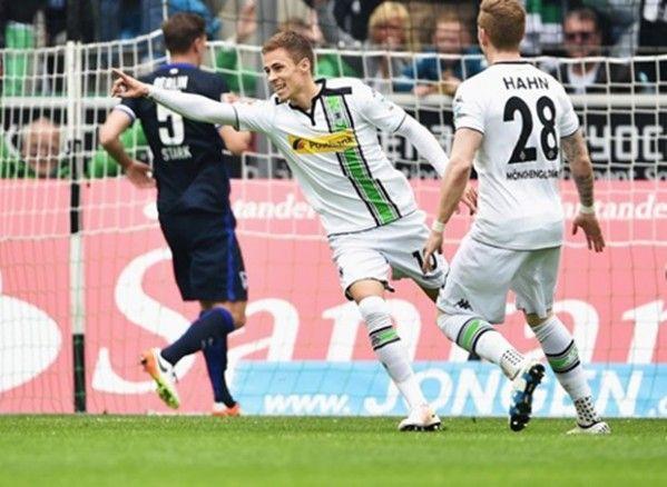 Hazard lập cú đúp, M'gladbach vượt mặt Leverkusen