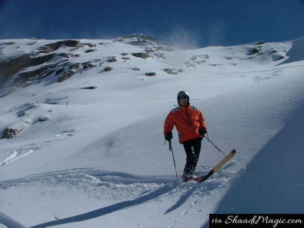 You will definitely love the slopes of the mountains when you ski through the slopes in Solang, Himachal Pradesh. Ski is definitely a must try for a memorable experience