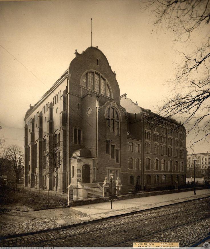 Widok z okien pierwszego piętra nieistniejącej kamienicy nr 24 na nowo powstałe Muzeum Przyrodnicze.Rok 1904