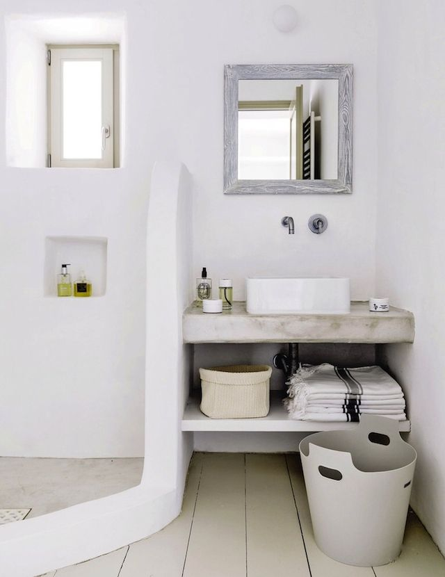 140 best images about living in small spaces on pinterest for Small bathroom natural