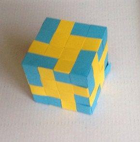 gevlochten kubus geelblauw