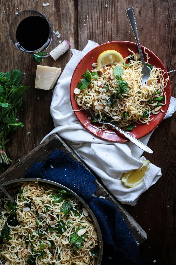 Домашнее Спагетти с чесноком, перцем чили и травами