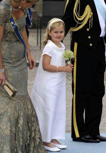 Amalia, bruidsmeisje tijdens het huwelijk van Victoria en Daniël in Zweden, 2010