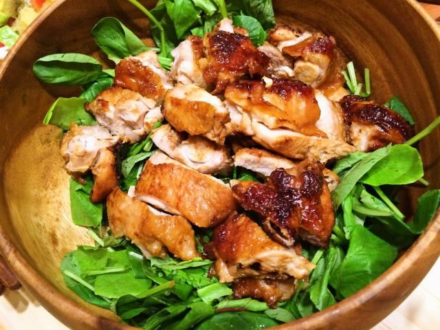 冷蔵5日/冷凍1か月 今回は、鶏もも肉を使った照り焼きチキンのレシピをご紹介します。 このサイトを公開してから1年少しになりますが、先々週「おもてなし料理」的なものを作ってい...