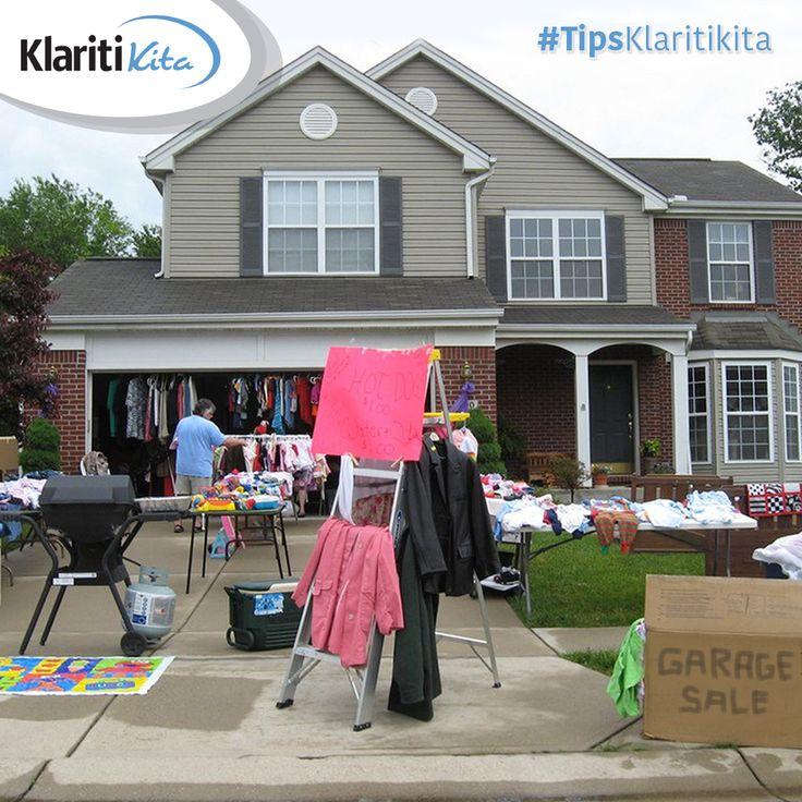 Sahabat KlaritiKita punya banyak barang tak terpakai di rumah tapi masih dalam kondisi bagus? Buka aja garage sale di depan rumah. Selain menambah pundi-pundi uang, kamu juga dapat lebih produktif ketika akhir pekan :)