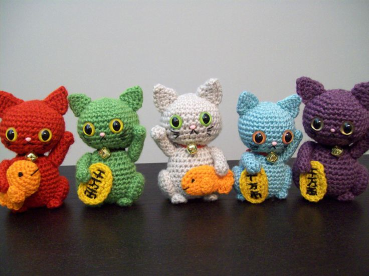 maneki nekoNeko Group, Cat Crochet, Crochet Toys, Maneki Neko, Lucky Cat, En Crochet, Crochet Amigurumi, Crochet Maneki, Crafty Yarns