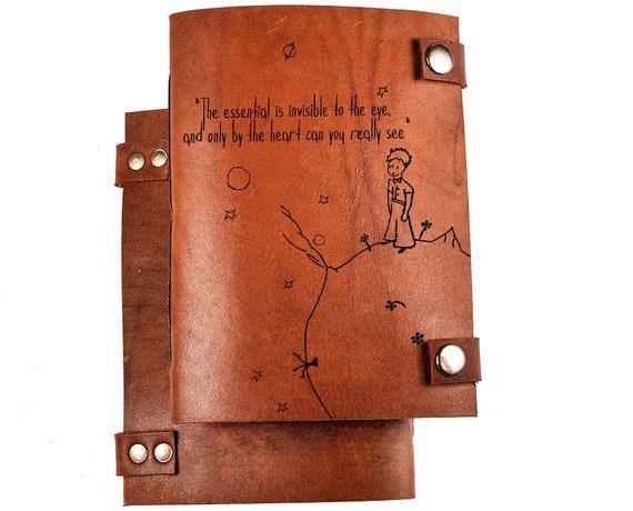 Bloc de notas personalizados Principito de revista - revista de cuero - - Cuaderno personalizado - sketchbook - personalizado diario - Principito - Exupery  Páginas de papel de kraft marrón luz de esta revista son excelentes para escribir tus pensamientos y tus bocetos de dibujo!  ---Gratis personalización!---  Usted puede conseguirlo con cualquier láser grabado en portada. Sólo escribir texto o Enviar foto y nosotros hacemos el resto.  Tamaño/cantidad de páginas personalizables así.  --...
