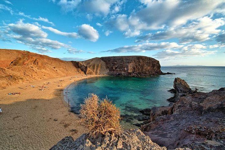 Playa de Papagayo en Lanzarote - http://paisajesmaravillosos.com/naturaleza/playa-de-papagayo-en-lanzarote/…