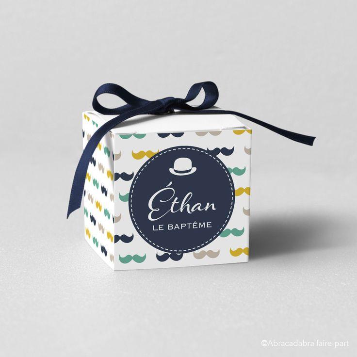 Boîte à dragées sur fond de jolies moustaches et chapeau melon - Modèle Éthan : Autres papeterie par abracadabra-faire-part
