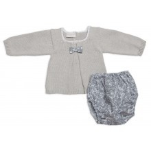 ALMA LLENAS // Conjunto Primera Puesta VALERIA HUMO  Conjunto tricot artesanal en primera puesta.      Algodón 100%  Botones de nácar natural  Telas de algodón natural