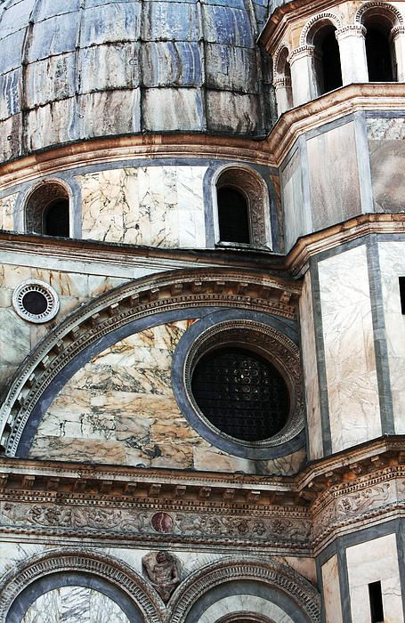 Santa Maria dei Miracoli, Venezia - the geometry is defined by different coloured marbles - Renaissance, built 1481-1489 by Pietro Lombardo