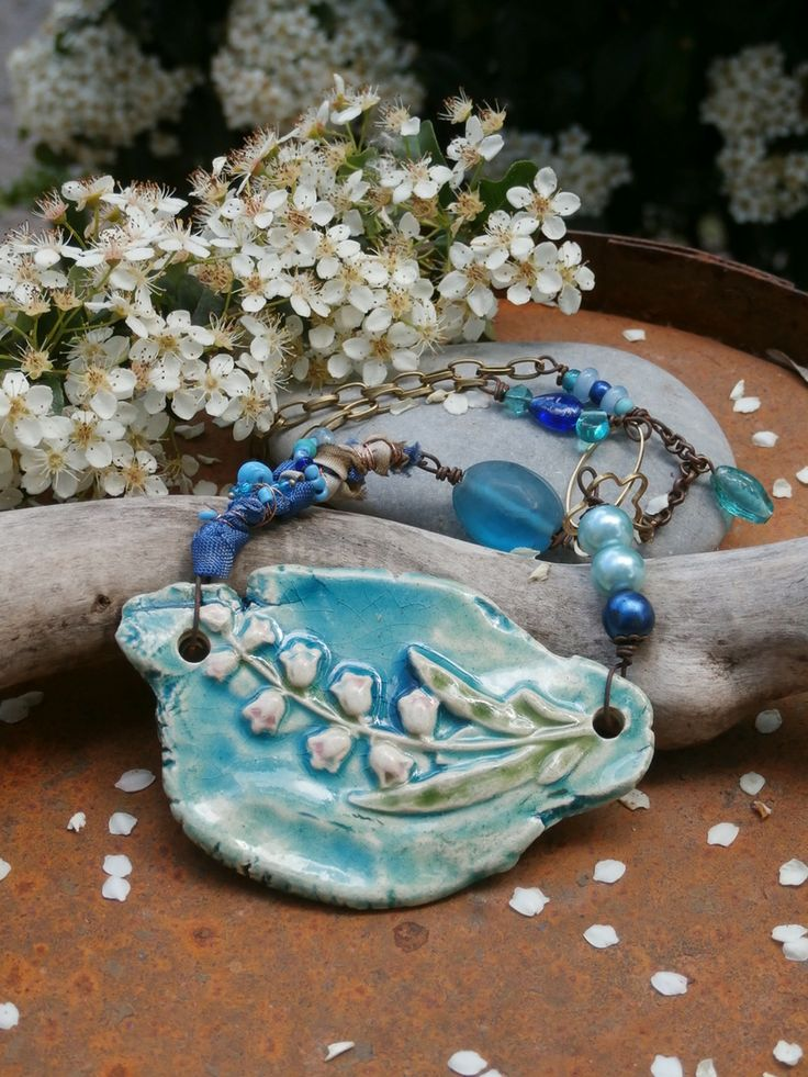défi FLEURS du mois de mai - collier plastron muguet bleu turquoise porte bonheur : Collier par poppy-in-the-sky