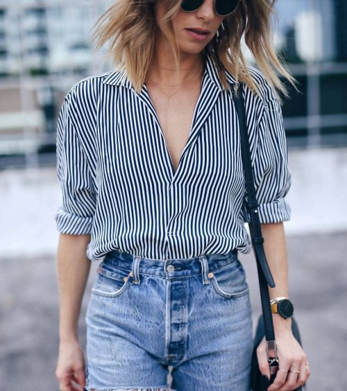 Loose stripes button up tucked into loose skinny fit highwaist pants