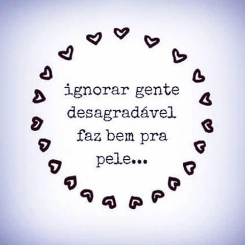 E como faz viu!De pessoas assim, eu prefiro manter bem longe de mim. Não só pessoas desagradáveis,mais pessoas que não te acrescentam em nada,pessoas que não faz falta alguma também e por aí vai... Ai ai...  #mensagem #pele #ui #adoro #ignora #recalque #perigosa #setoca #Likes #InstaLikes #pensamento #boa #madrugando #madrugada #regram #deboa #nemligo