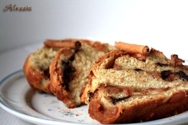 Pan brioches con pere, cannella e cioccolato