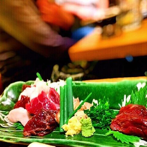 Raw horse. Controversial in the west, but very delicious ✨#馬刺し #桜肉 #東京 #居酒屋 #肉 #explore #try #rawhorse #raw #barfood #drinks #afterwork #meat #rawmeat #food #foodie #foodies #foodblog #foodblogger #travel #traveling #美味しい #travelblog #lifestyle #lifestyleblog #japan #japanese #japanesefood #asia #east