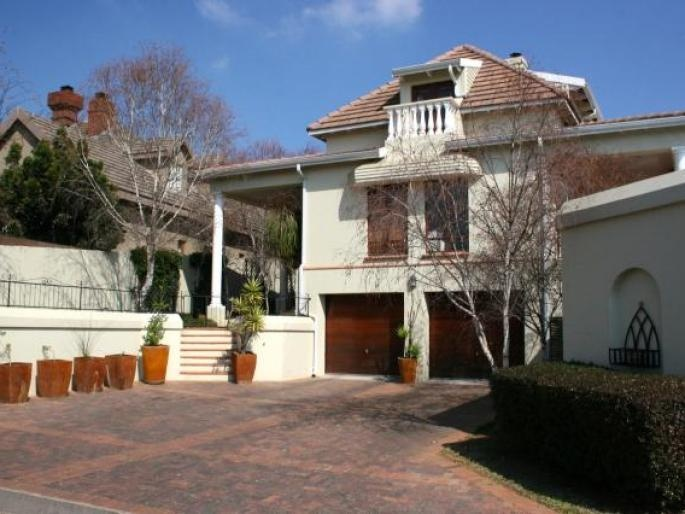 Double-storey family home in very secure and sought after Wentworth Village bordering Bryanston Country Club offers 3 sunny bedrooms, 2.5 bathrooms, 4 reception rooms, study, sauna, pool and a lovely garden.