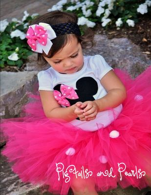 minnie mouse outfit. i want to make those shirts for the girls for disneyworld
