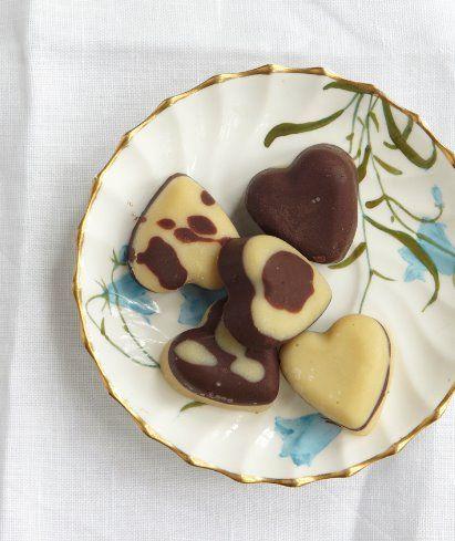 Raw chocolate hearts, dairy free, sugar free recipe from honestlyhealthyfood.com / Natasha Corrett