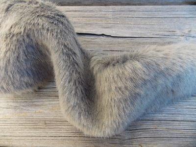 Bande de fourrure, par 25 cm Gris