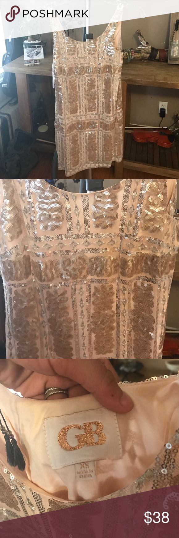 Xs 0 Gianni Bini sequin cocktail party dress See pics , lined mid dress , no issues almost new . worn for 2 hours at my XMAS party Gianni Bini Dresses Mini