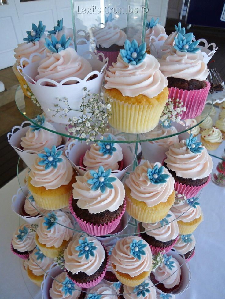 Pastel pink & teal cupcakes www.lexiscrumbs.com