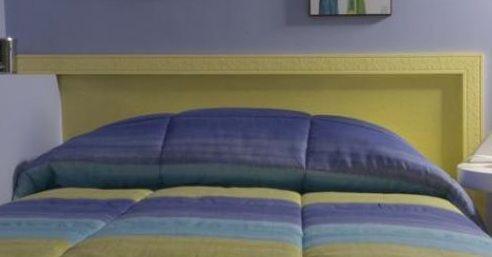 C mo poner un cabezal pintado en el dormitorio ribeteado - Poner molduras de escayola ...