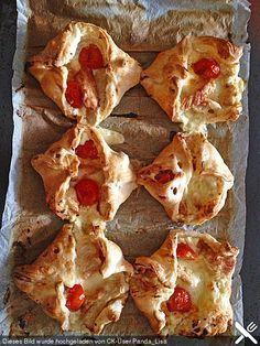Gefüllte Blätterteigtaschen, ein sehr leckeres Rezept aus der Kategorie Snacks und kleine Gerichte. Bewertungen: 2. Durchschnitt: Ø 3,5.